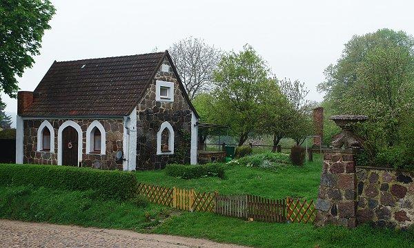Feldsteinhaus in Parmen