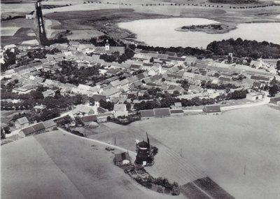 Südansicht - Luftaufnahme mit Mühle