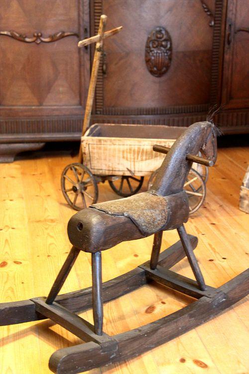 historisches Schaukelpferd im Heimatmuseum Fürstenwerder